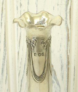 Victorian silver bud vase - Hallmarked Goldsmith & Silversmith Co, London, 1898