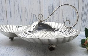Victorian silver plate triple entrée serving dish by Mappin Bros. Silver plate triple scallop dish, hors d'oeuvres dish, bonbon dish