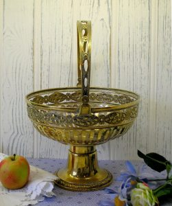 Art Nouveau WMF brass fruit basket - fruit bowl with swing handle - repoussé fretted brass basket - Württembergische Mettallwarenfabrik
