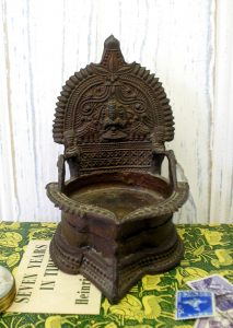 Antique bronze Hindu oil lamp - Indian temple oil lamp - Kamakshi vilakku