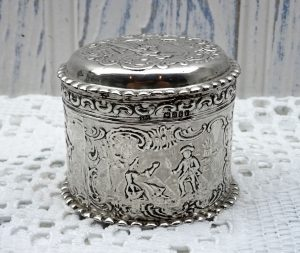 Victorian solid silver trinket pot, tobacco pot, made in Netherlands by Samuel Boyce (or Boaz) Landeck 1896. Solid silver Dutch lidded pot