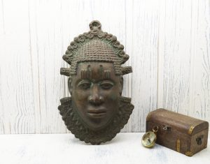 Benin bronze face plaque, Nigerian heavy bronze face, hangs on wall, West African wall plaque, heavy cast bronze Benin head, tribal art