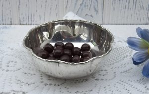 Silver plated bonbon dish by J.B.C & S Ltd, early 20th century hor's d'oeuvres dish, nut bowl, piecrust shape bowl, beaded rim, wedding gift