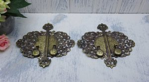 Vintage ornate brass cabinet handles and backplates Crofts & Assinder, two pairs. Reclaimed cupboard handles, furniture restoration, salvage