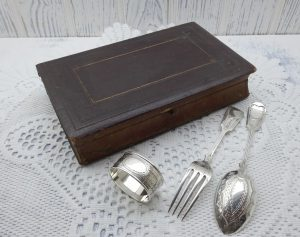 Victorian silver plated dessert cutlery, book-shaped tooled leather box Engraved silver plate spoon, fork, napkin ring, Parkin and Marshall