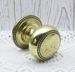 Vintage brass door pull, large round beaded brass centre door knob, central door pull. Brass front door furniture, salvaged reclaimed handle