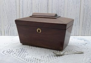 Georgian mahogany tea caddy ~ antique sarcophagus tea caddy ~ early 19th century caddy with two foil lined compartments
