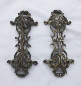 Antique pair Rococo style knife rests, acanthus leaves, scrolled metal knife rests. Fine dining, elegant dining decor. French style decor.