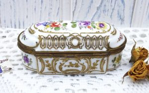 Vintage Samson of Paris reproduction Meissen porcelain trinket box, gilt interior, hand painted flowers, gilding, French china jewellery box