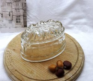 Edwardian oval glass jelly mould, 1 pint jello mold, blancmange mould