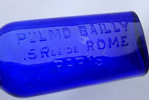 Antique French cobalt medicine bottle - Pulmo Bailly 15 Rue de Rome, Paris, circa 1908. Antique chemist bottle, pharmacy bottle, cough cure