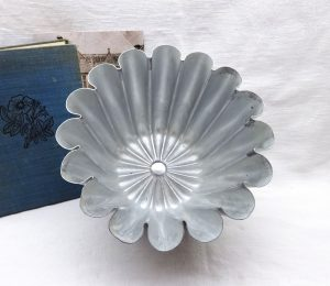 Vintage fluted aluminium jelly mould, 1 3/4 pint mold, early 20th century, industrial kitchen, Art Deco style kitchenalia, light shade