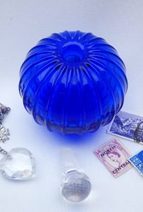 Vintage perfume bottle, ribbed blue glass perfume bottle, art glass. Clear glass stopper. Pumpkin shaped bottle, scent bottle, vanity pot