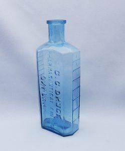 Antique rare aqua bottle embossed 'G. C. Druce Pharmaceutical Chemist Oxford'. Victorian graduated medicine bottle, scarce octagonal bottle