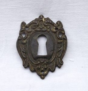 Victorian brass escutcheon, antique ornate patinated brass key hole escutcheon, Art Nouveau door furniture, salvaged escutcheon, period home