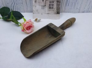 Vintage wooden scoop, grain scoop, salt or sugar scoop, small wood scoop, bird / chicken feed scoop, vintage kitchen utensil, kitchenalia