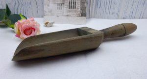 Vintage wooden scoop, grain scoop, salt or sugar scoop, small wood scoop, bird / chicken feed scoop, vintage kitchen utensil, kitchenalia