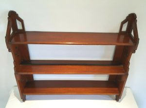 Arts & Crafts mahogany hanging wall shelves, pierced detail on ends