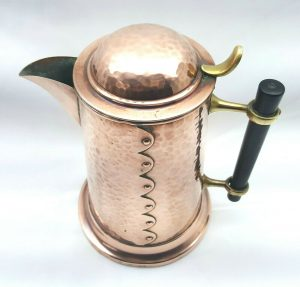 Antique Arts & Crafts hammered copper jug by Henry Loveridge, Wolverhampton. Copper pitcher with flip top lid, copper ewer, tin lined jug