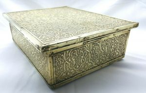 Vintage Middle Eastern large brass jewellery box / antique trinket casket with silk / satin lined interior. Vintage brass covered wooden box