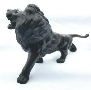 Antique bronze lion, large Edwardian heavy lion sculpture figure, ideal desktop accessory. Roaring lion ornament, maned male lion figurine