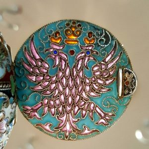 Russian silver pill box, cloisonne with translucent double-headed eagle emblem, 84 Zolotniki, Moscow delta Kokoshnik mark 1908 - 1926