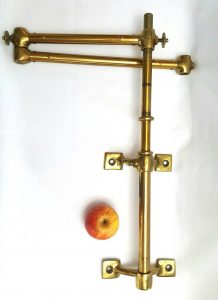 Victorian turned brass gas lamp pivoting arm
