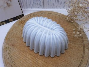 Vintage enamelware jelly mould, fluted oval Danish jelly mold, white enamel mould, 450 ml, kitchenalia, blancmange mold, metal cake mould