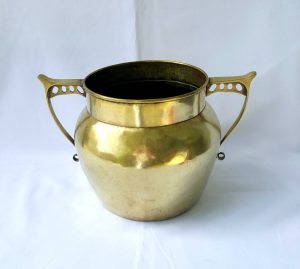 Arts & Crafts brass jardiniere planter with beautiful Aesthetic Movement type handles