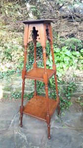 Solid oak jardiniere stand with Arts & Crafts influence, a late Victorian three tier planter stand