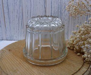 Edwardian glass jelly mould, round 1 pint jelly mold, reg des no 547034, year 1909. Kitchenalia, blancmange mould, pudding mould