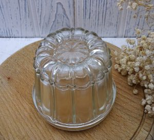 Edwardian glass jelly mould, round 1 pint jelly mold, reg des no 547034, year 1909. Kitchenalia, blancmange mould, pudding mould