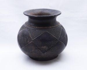 Vintage Zulu clay pot, African tribal black clay vase, beer pot Ukhamba, like Mncane Nzuza pottery. Geometric black pottery vase from Africa