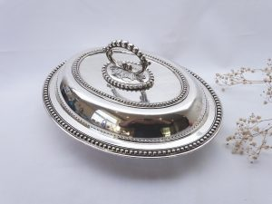 Victorian silver plated entrée dish by Boardman & Glossop Sheffield, removable handle, high quality silver plate oven to table serving dish