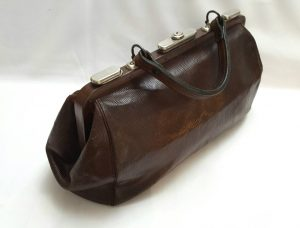 Vintage Gladstone style lady's leather bag