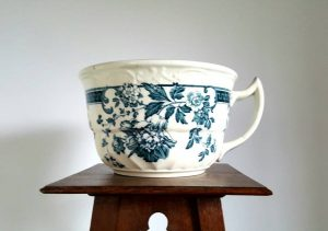 Wedgwood wash bowl and chamber pot in the Peveril design - blue & white ceramic bedroom pottery from Eturia. Barlasdon, Stoke-on-Trent c1910