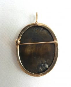 9ct gold cameo pendant / brooch with beautiful mother-of-pearl cameo setting, by International Bullion Brokers, Sheffield Assay Office, UK