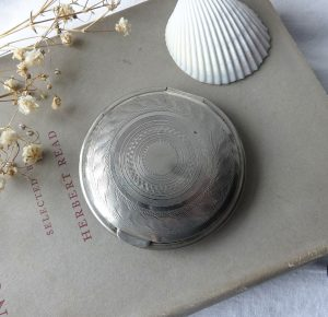 Antique Art Deco compact ~ Richard Hudnut New York Paris ~ engine turned silver tone metal powder compact ~ made in USA ~ patent date 7.1.24