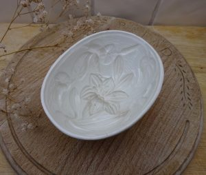 Victorian Wedgwood jelly mould, 5 inch Art Nouveau lily & morning glory pattern, creamware oval mold, antique blancmange mould, pattern 101