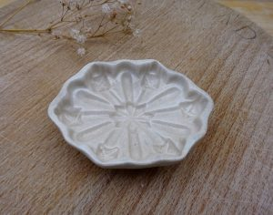 Georgian small creamware entrée mould, rare garnish mold, early 19th century chocolate mould, crazed glaze, antique small patisserie mould