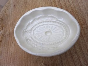 Antique Wedgwood small creamware entrée mould, rare garnish mold, early 19th century tiny jelly terrine mould in a neoclassical pattern
