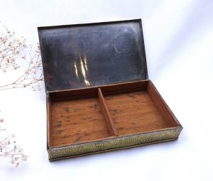 Antique Indian brass cigarette box, engraved with Taj Mahal & floral pattern, partly silver plated, cigar box, tobacciana, wood lined box