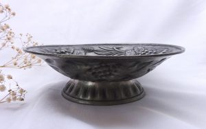 Vintage French repoussé pewter bowl with raised grapes, vine leaves and barley sheaves, nut bowl, pedestal dish, Etain-Zinn 95% fruit dish