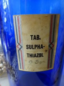 Vintage large 80oz cobalt blue pharmacy jar with a steel screw top lid, original label for Tab. Sulpha-Thiazol, Beatson Clark chemist bottle