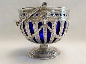 Silver sugar basket - a large and high quality Edwardian silver & blue glass pedestal sugar basket, Benjamin Phillips, London 1901. 307g