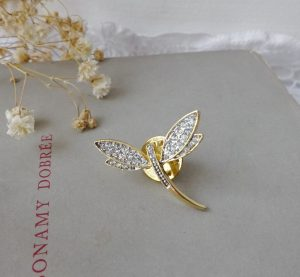 Vintage mayfly pin brooch ~ beautiful diamante & gold plated insect brooch ~ pretty sparkling faux diamonds